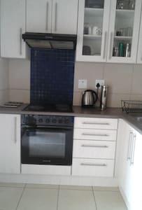 Love self catering- Private room - Windhoek - Adosado