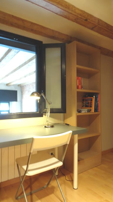 Cozy bedroom in a loft, el Raval.