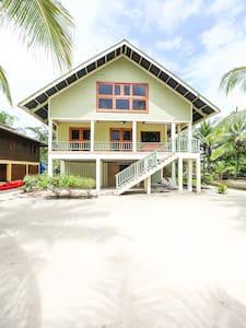 Casa Verde Beach Front House - Salt Creek