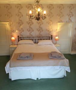 Manor Room - West Sussex - Bed & Breakfast