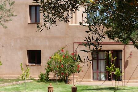 Villa de charme berbère au calme - Casa de campo