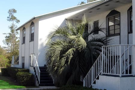 Room type: Entire home/apt Property type: Apartment Accommodates: 6 Bedrooms: 2 Bathrooms: 2