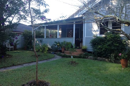 Self contained studio with double bed, fully equipped kitchen and bathroom. All newly renovated. The Cabin has its own veranda, overlooking a private garden. The Cabin is set in quiet, peaceful surroundings and is 5 minutes to Avoca Beach and village
