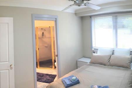 Mollymook Magic En-suite Room - Bed & Breakfast