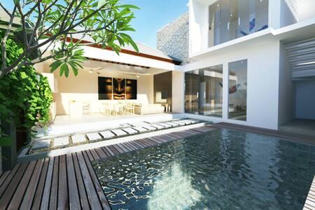 Designer Villa 4BR Central Seminyak
