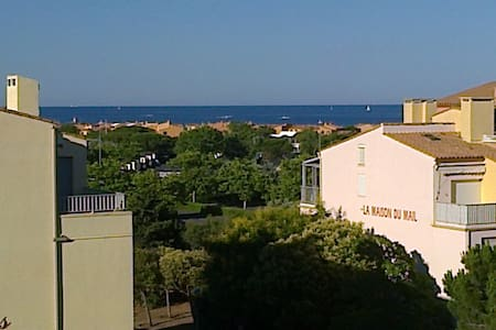 studio proche de la plage - Byt
