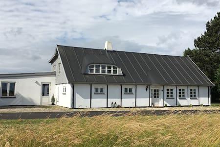 Idyllisk landhus med 3 værelser - House