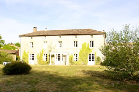 Large  Beautiful Family House, Charentes, sleeps 9 - House