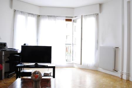 Lighted flat 64 m2 plus terrace à Paris 16ème - Paris - Wohnung