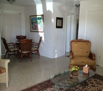 clean and cute 2 bedroom home - Port Charlotte