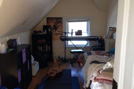 Spacious Private Brooklyn bedroom