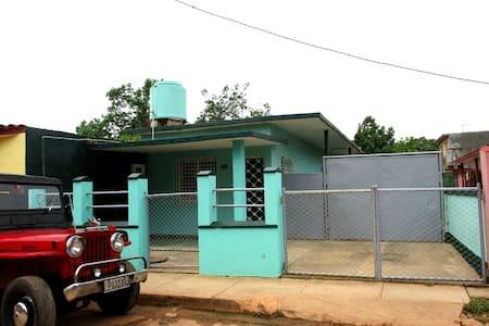 House in Cardenas. 10km to Varadero (3 bedrooms) - Casa