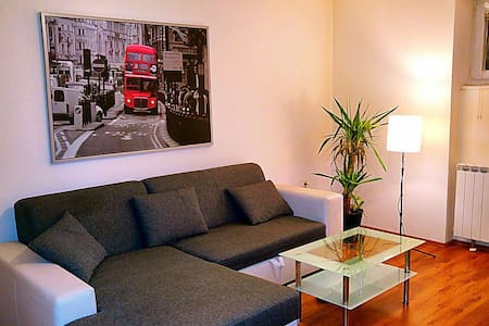 In Zagreb center - Cozy & private:) - Zagabria - Appartamento