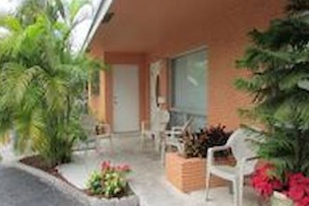 SunnyHome 1.5 Miles From The Beach1 - Fort Lauderdale