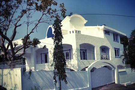 Tranquille; Big White Goa House! - Bogmalo