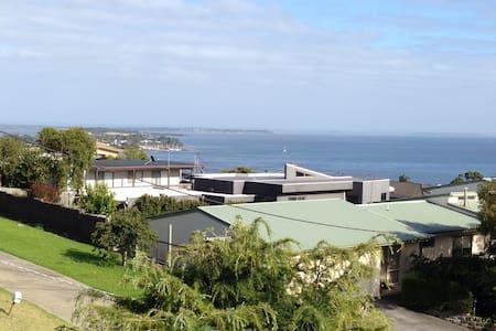 HILLTOP ESCAPE 10MIN PHILLIP ISLAND - Phillip Island