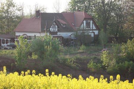 Alter Bahnhof an der Grenze - Söllingen - Muu