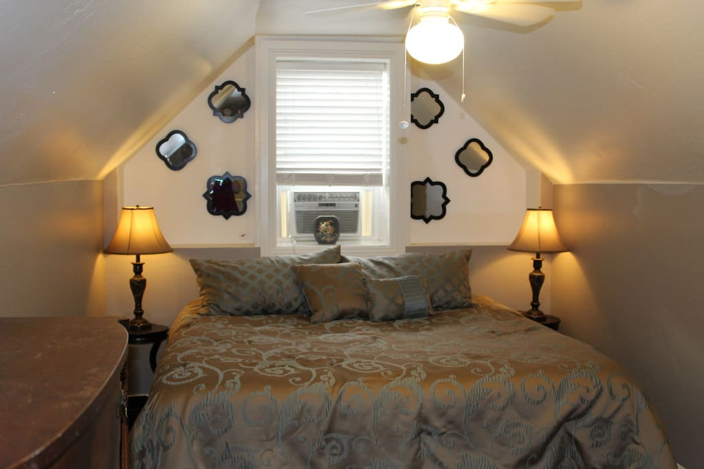 SW Room is large and cozy, this room stays the darkest so if need NO LIGHT to sleep this room is perfect. Just close the plantation blinds.