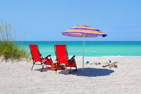 150 yds to Crescent Beach & Pool! - Siesta Key