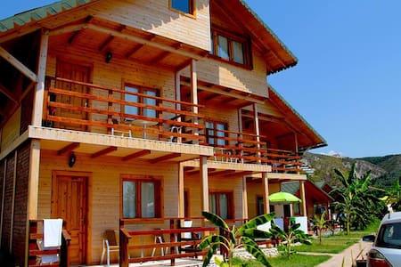 Vila druri Dhermi - Cabane