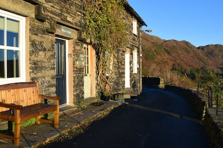 Miner's Cottage, with lake view - Coniston - Casa