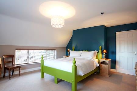 Room Name: Ducati @ Fantinos - Sowerby - Bed & Breakfast