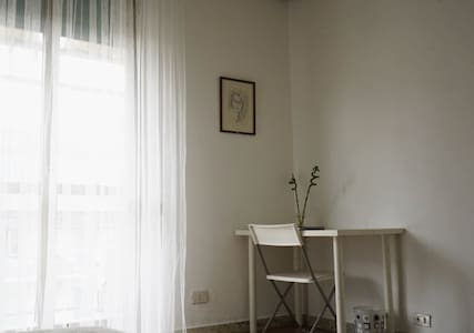 Single room with a balcony - Roma - Appartamento
