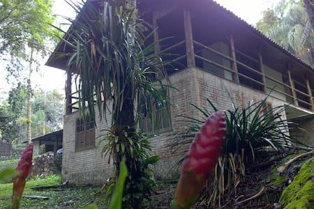 CASA NO PARQUE NACIONAL DO ITATIAIA -SÍTIO TANGARÁ - Rumah