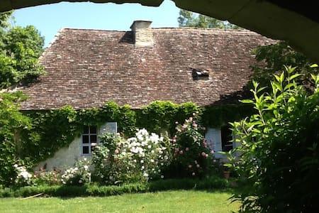 Maison du Périgord des bastides - Sainte-Sabine-Born - Huis