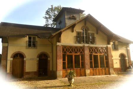 Le Grand Duc - Saint-Léger-de-Rôtes - Slott