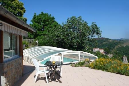 Villa avec piscine privée couverte