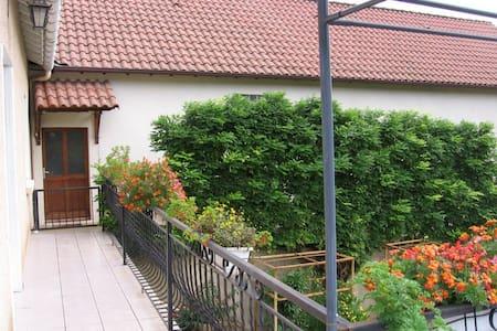 Maison à 5 km de Cahors - Casa