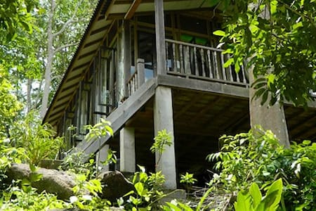 Villa Sri Kampung makes a perfect gateway for city dwellers and nature lovers who dreams of having a tranquil, natural serendipity holiday. Situated in Langkawi, Malaysia. Villa Sri Kampung is the place that every nature and malay cultural lover