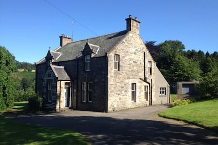 Family House on Speyside, sleeps 11 - Casa