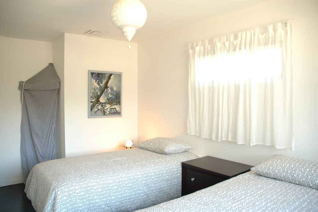 second bedroom has two twin beds