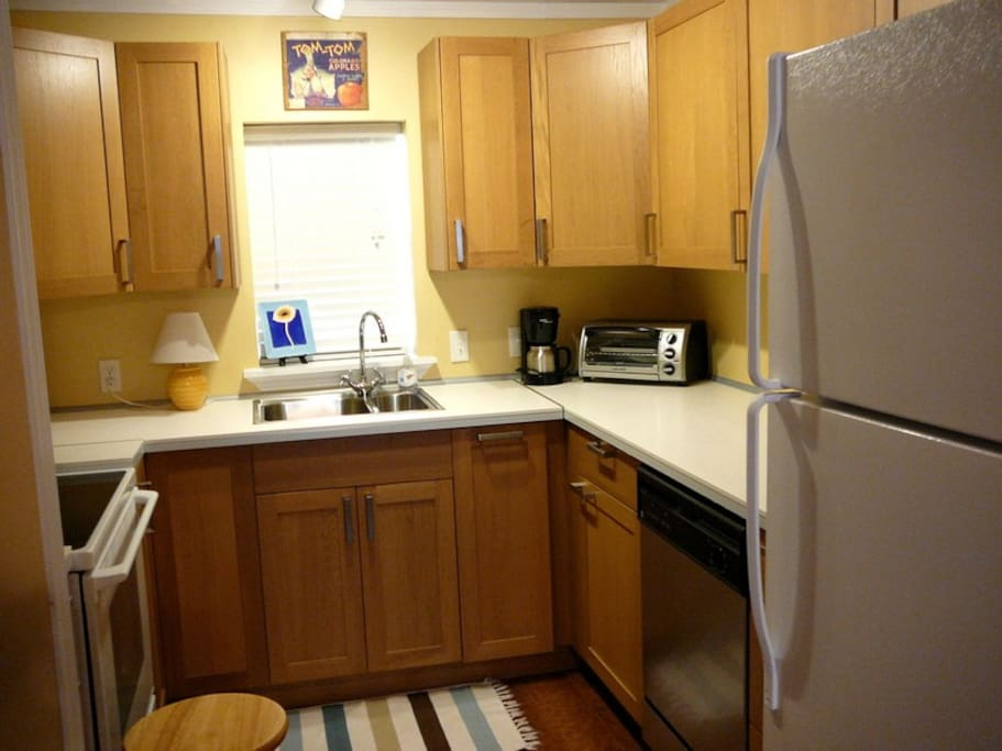 Shop at our farmer's market, come home, and cook a gourmet meal in our fully equipped kitchen