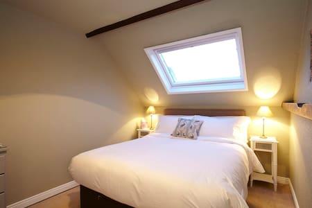 Room Name: Fiat @ Fantinos - Bed & Breakfast