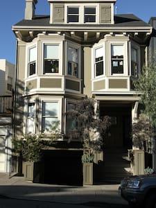 Beautiful 1bd w/ View of Skyline Near Dolores Park - San Francisco - Apartment