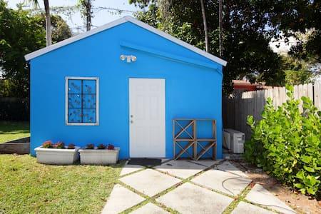 Cozy cabana in Historic Miami. - Miami - Cabin