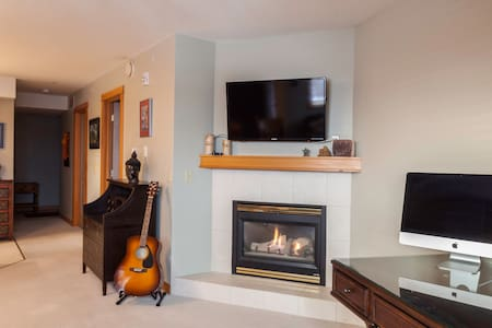DOWNTOWN CANMORE COZY CONDO !! - Canmore - Byt