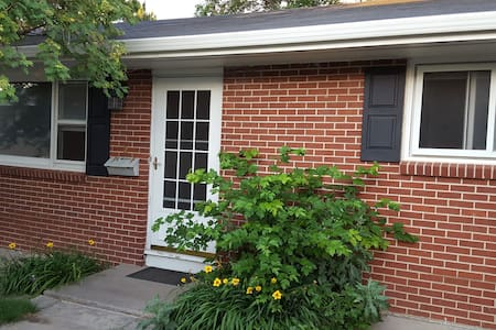 Cozy 2 bedroom duplex, laundry, full kitchen, bath - Cheyenne - Hus