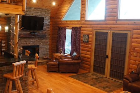 Yatesville Lake Luxury Cabin Rental - Louisa - Blockhütte
