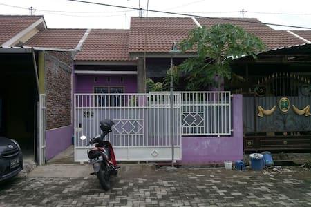 Rumah Minimalis Asri dan Tenang - East Semarang - Casa