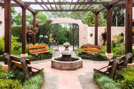 Magical Home, gardens, waterfall - El Roble de Santa Barbara - Hus