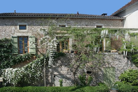 Chateau view&vineyards+art:double 1 - Bed & Breakfast