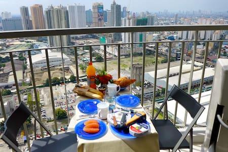 Corner-condo with fantastic view Ortigas, Manila - Condominium