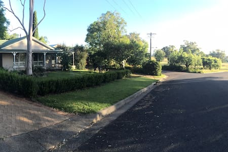 """Cottage amongst Gumtrees "" - Tamworth - Maison"