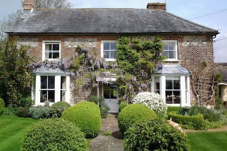 Country house on edge of village - Bed & Breakfast