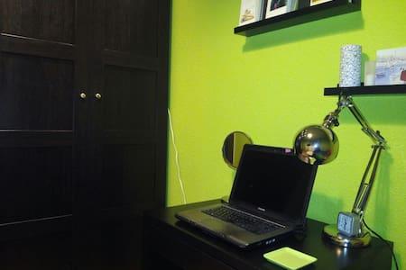 Habitación (casa céntrica) WiFi+TV