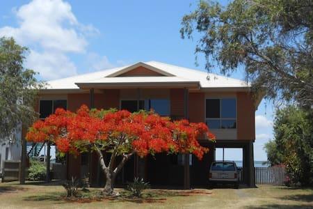 Waterfront Modern Queenslander. - House